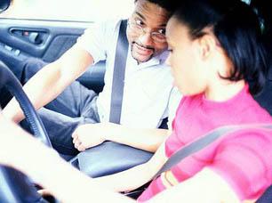 aa-dad-teen-daughter-driving